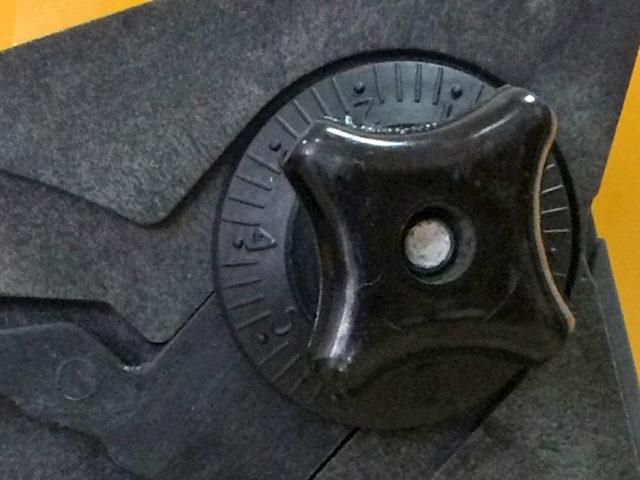 Пластиковая крышка семенной камеры высевающего аппарата. Сеялка пропашная точного высева МС-12. ОАО «Миллеровосельмаш».