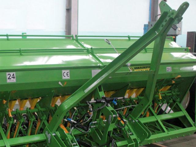 Трёхточечная навеска и дышло. Сеялка зерновая СЗ-5,4 «Прима». ОАО «Миллеровосельмаш».